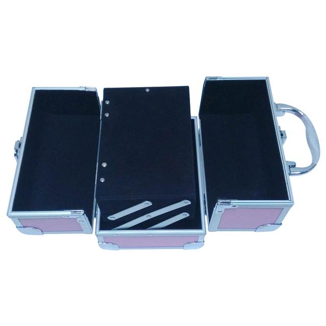 Portable aluminum makeup train case with mirror